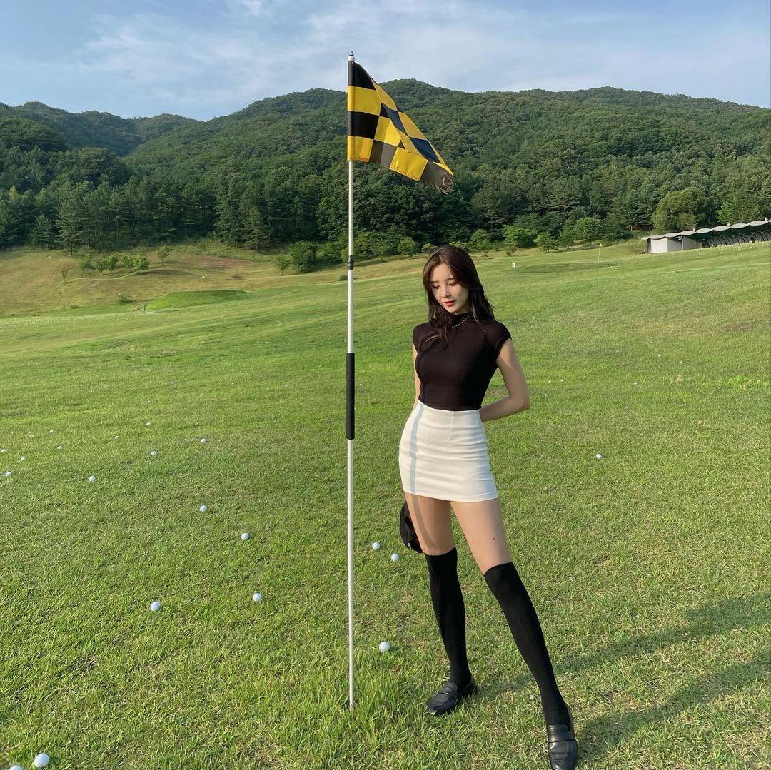 高尔夫球场偶遇无袖紧身针织衫大美女