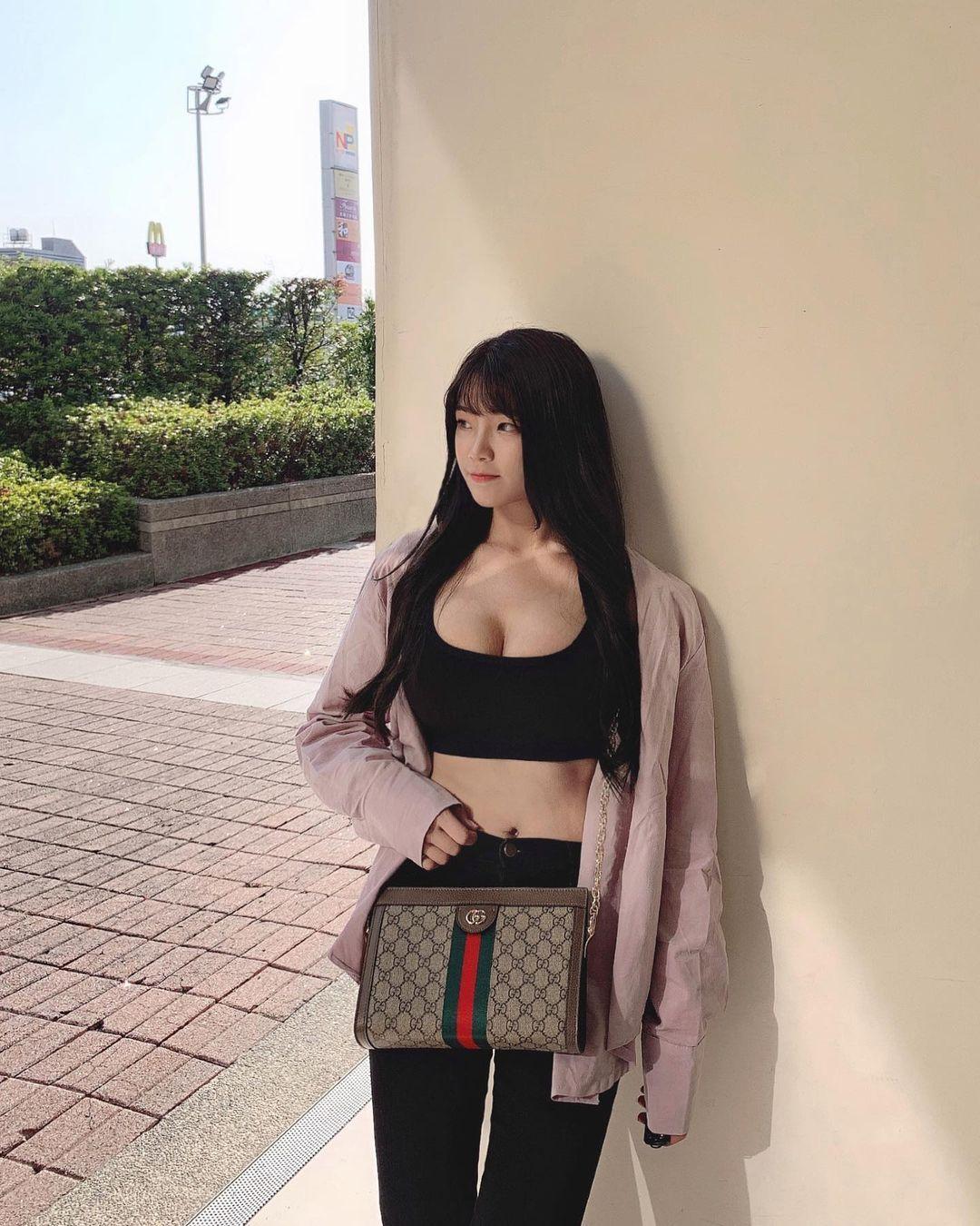 清纯甜美的正妹平面设计师Chen臻儿 多才多艺还有好身材 养眼图片 第3张