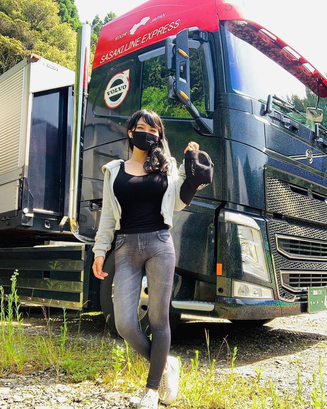 有够凶.「美女卡车司机」跑车小蛮腰身段太性感 养眼图片 第5张
