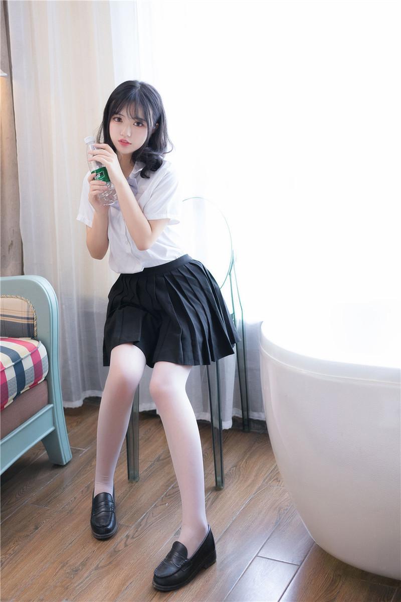 SNIS-862 悠月舞(稀奇杰西卡)是个不爱学习的大学生
