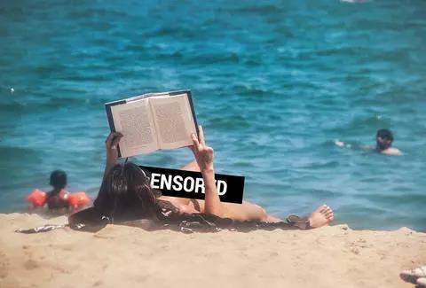 萌妹子全裸海滩的图片 第21张