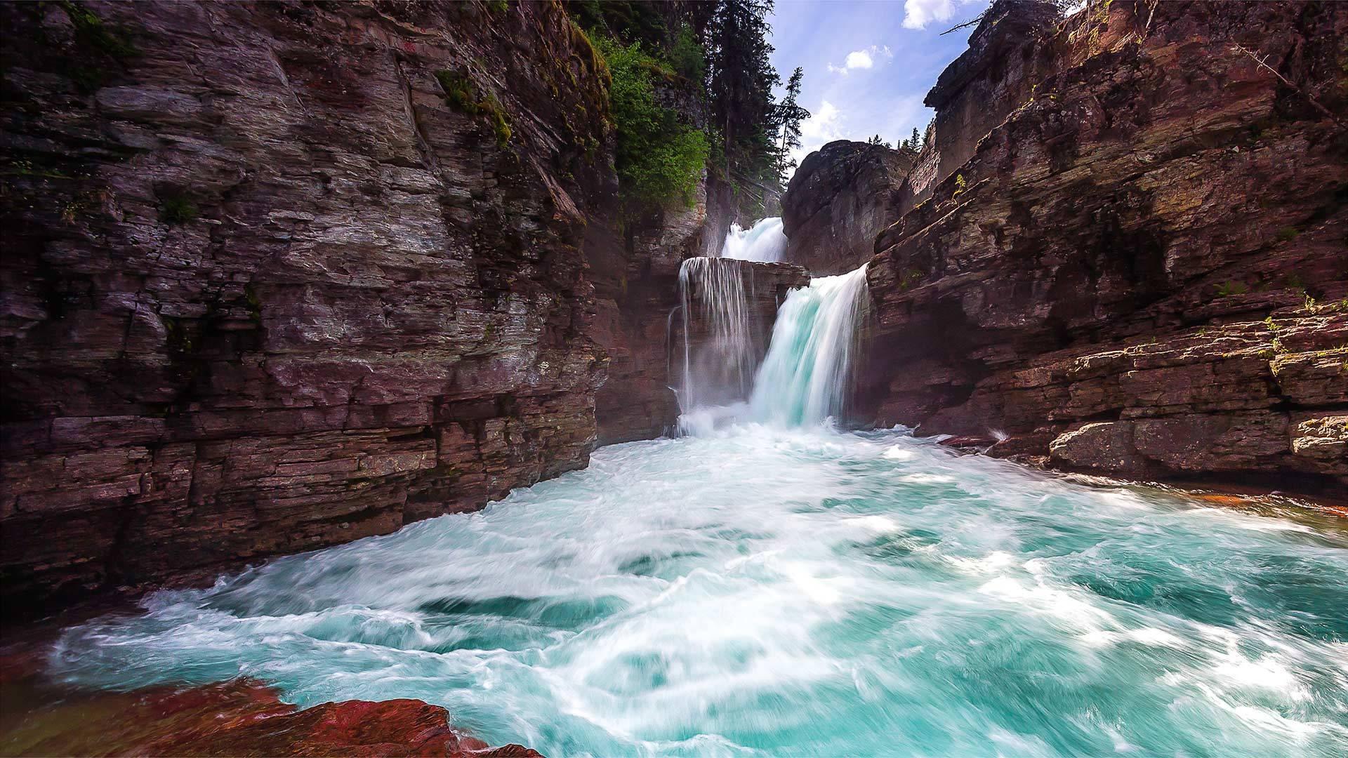 冰川国家公园里的圣玛丽瀑布