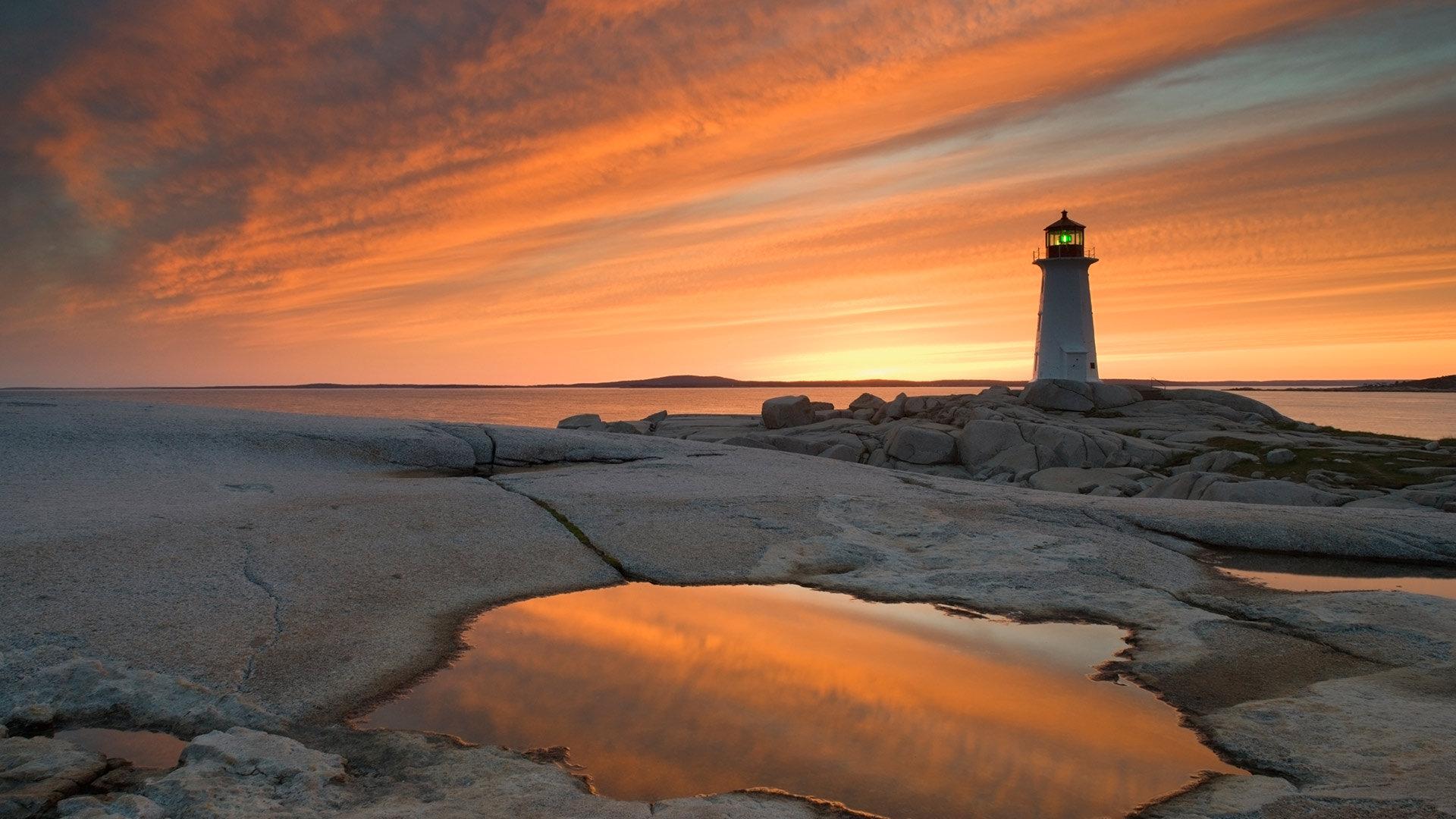 黄昏时佩吉海湾的灯塔