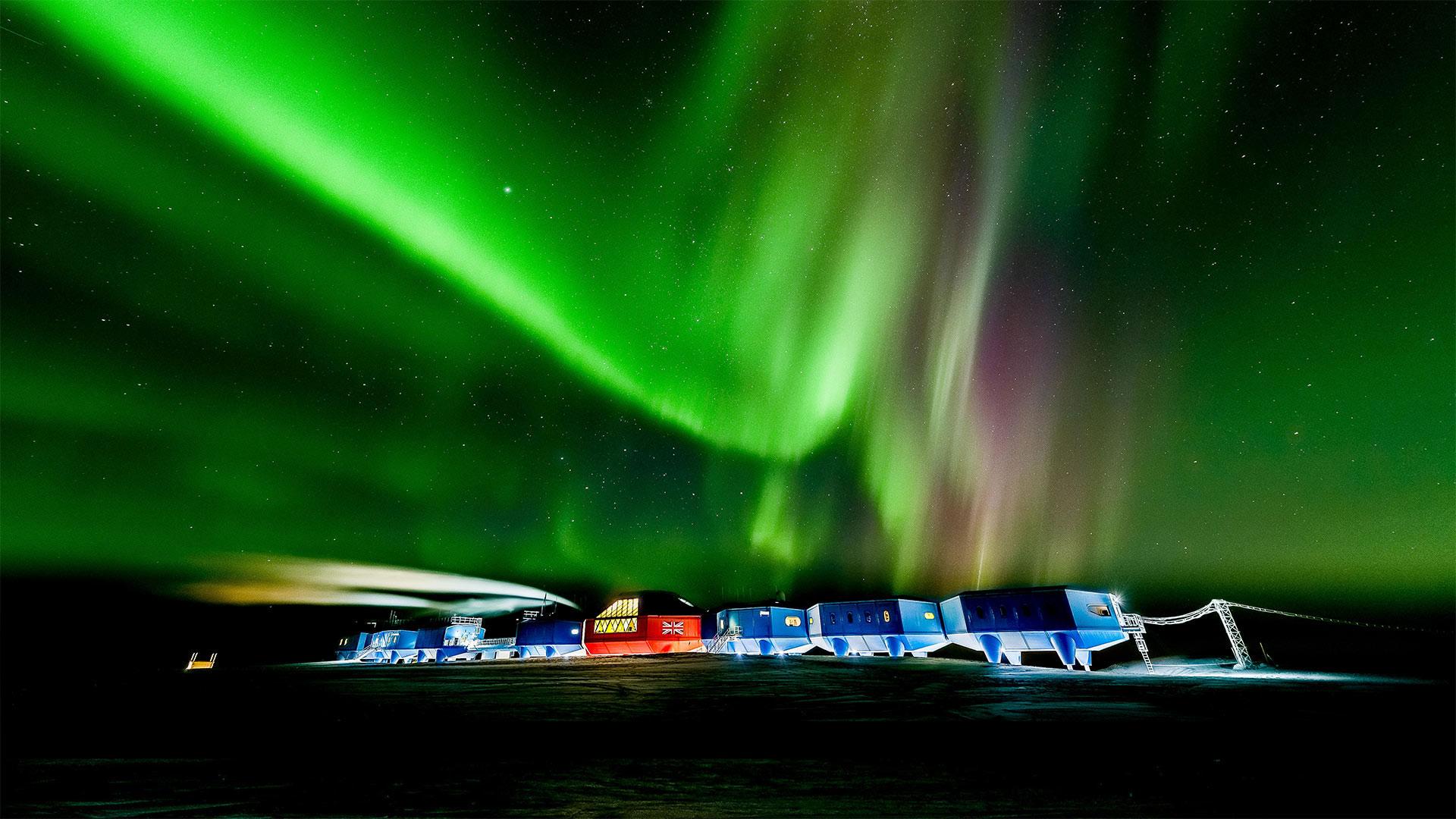 """""""哈雷六号""""科考站上空的南极光南极光"""
