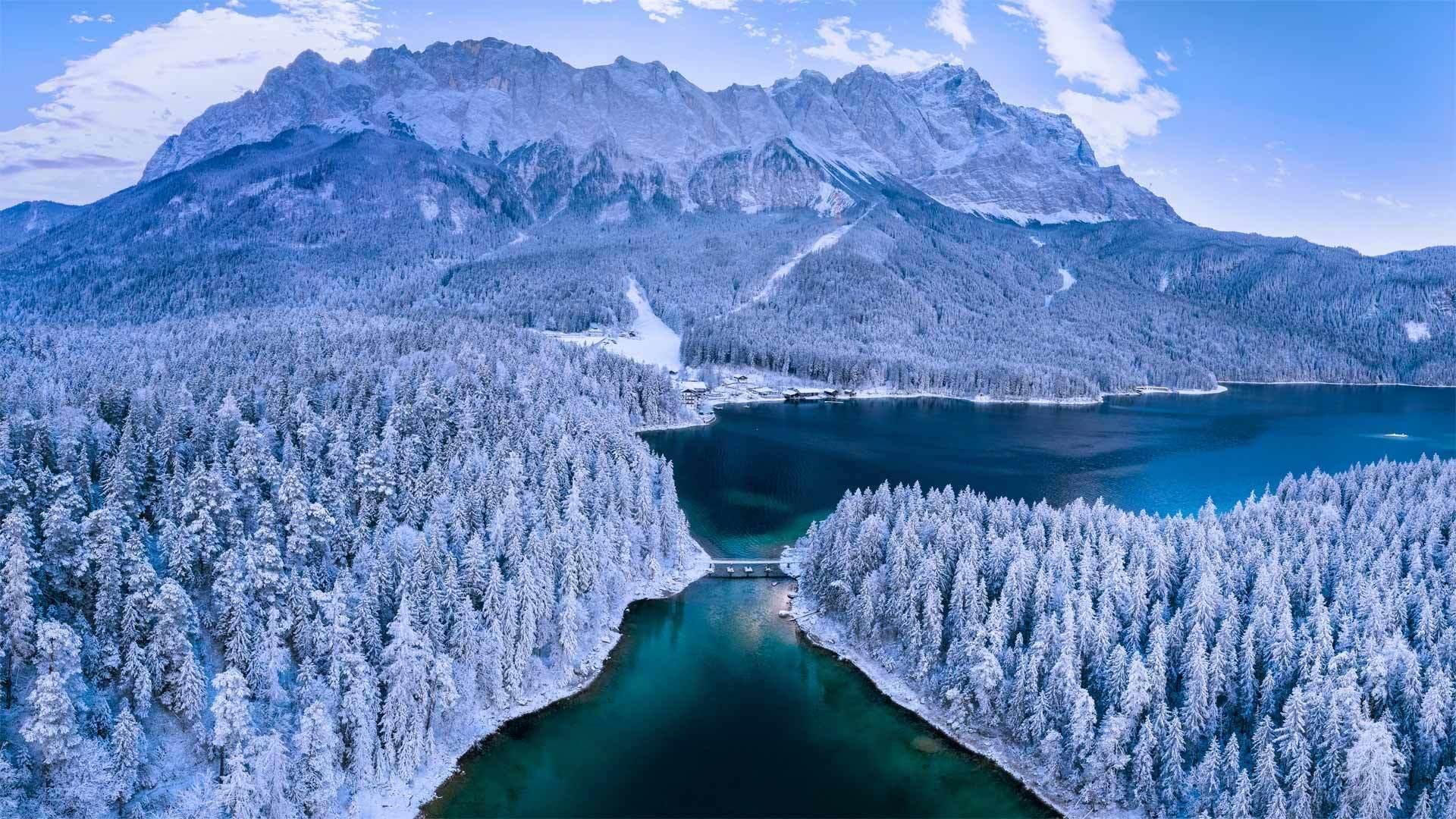 楚格峰下的艾布湖艾布湖