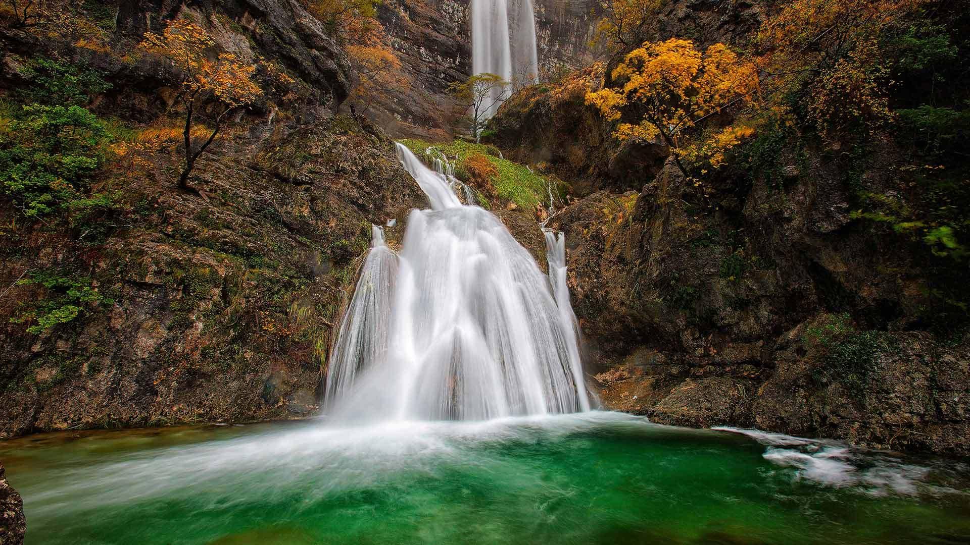 蒙多河源头的瀑布蒙多河