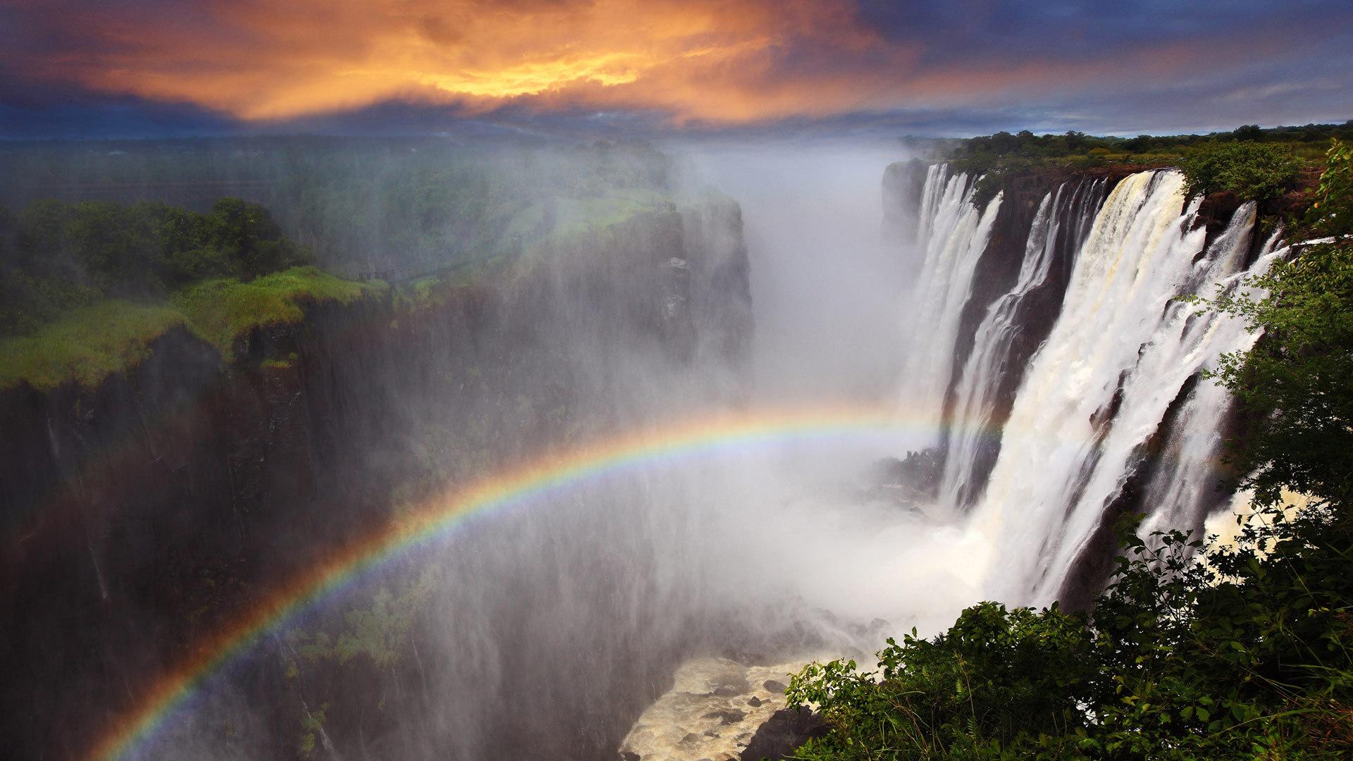 维多利亚瀑布上的彩虹维多利亚瀑布