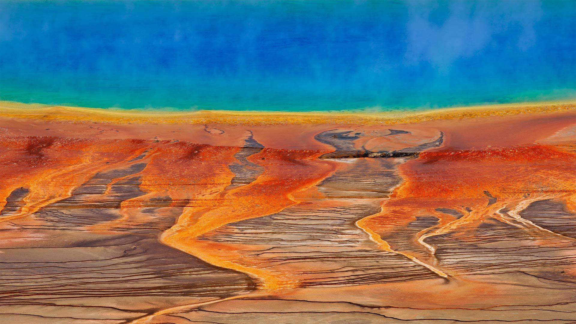 黄石国家公园的大棱镜泉大棱镜泉