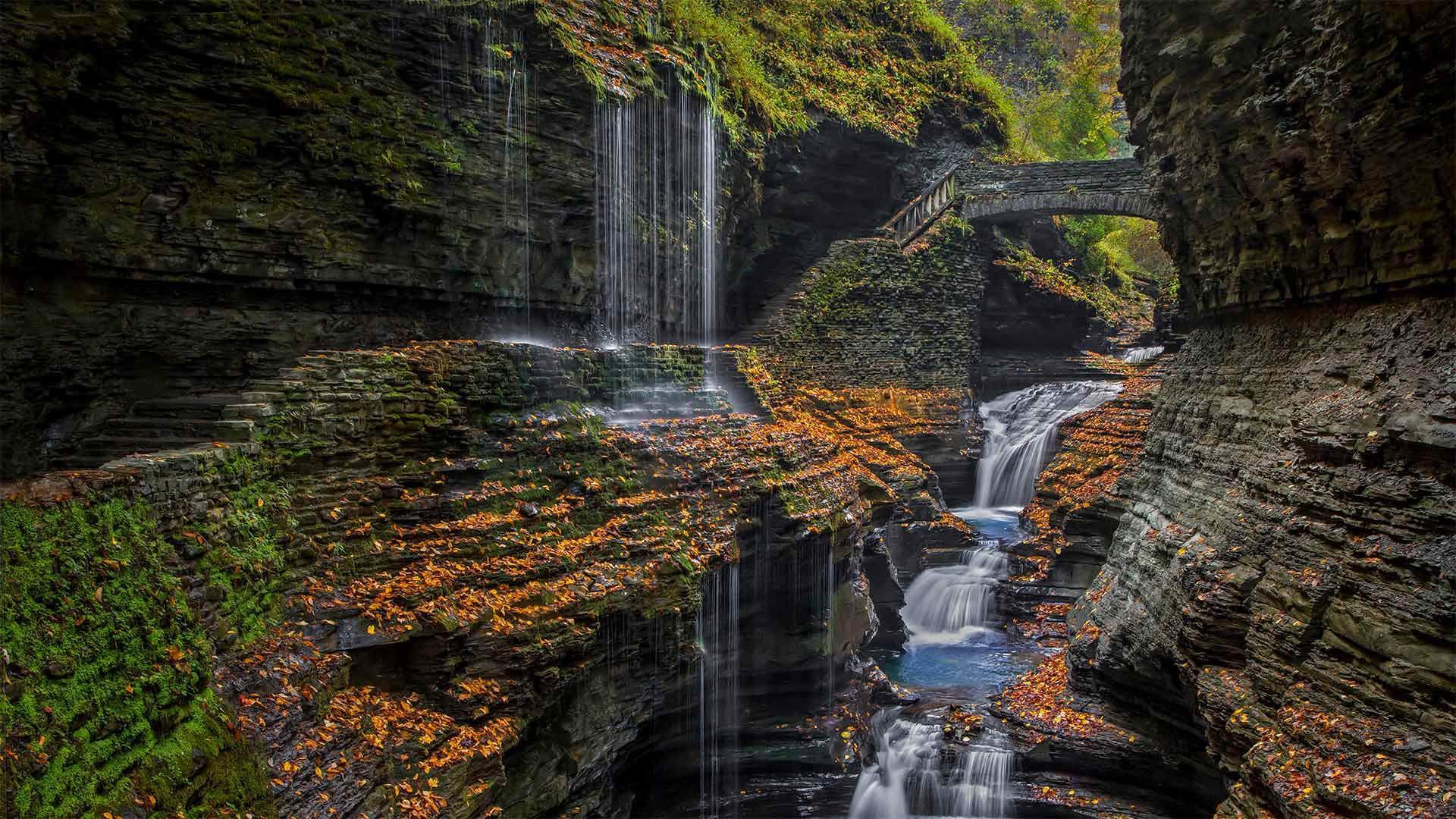 沃特金斯格伦州立公园的彩虹瀑布沃特金斯格伦州立公园