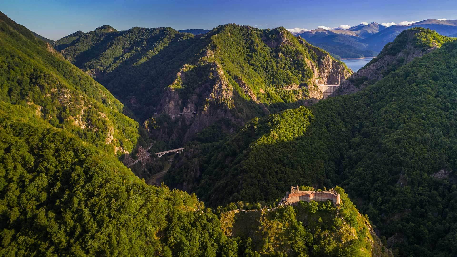 堡垒山上的珀纳里城堡法加拉斯山