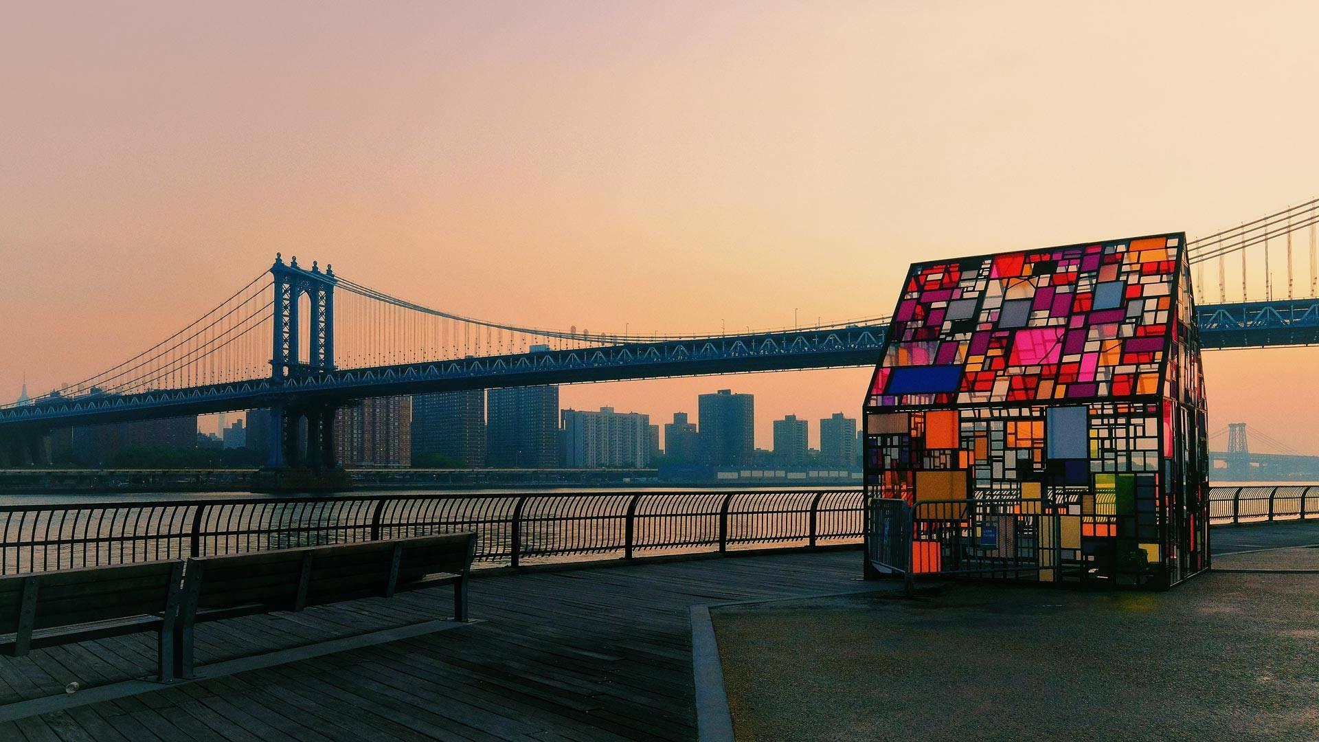 布鲁克林大桥公园展出的汤姆·弗鲁因的'Kolonihavehus, 2010作品