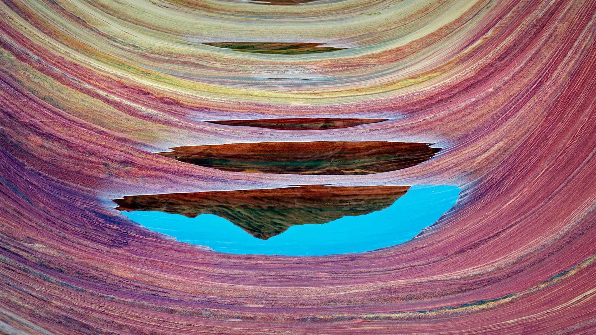 波浪谷中的砂岩层和积水朱红悬崖国家纪念碑