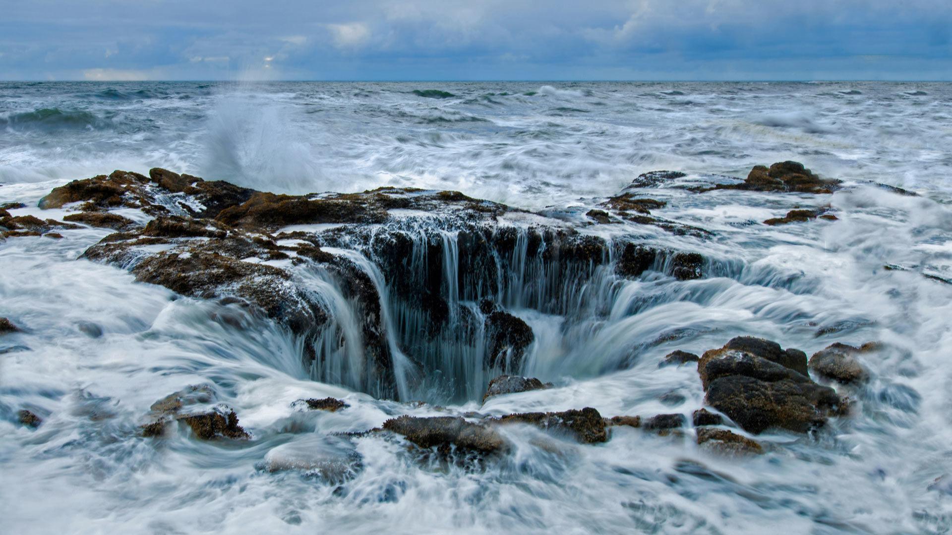 俄勒冈海岸佩蓓角的雷神之井 俄勒冈海岸