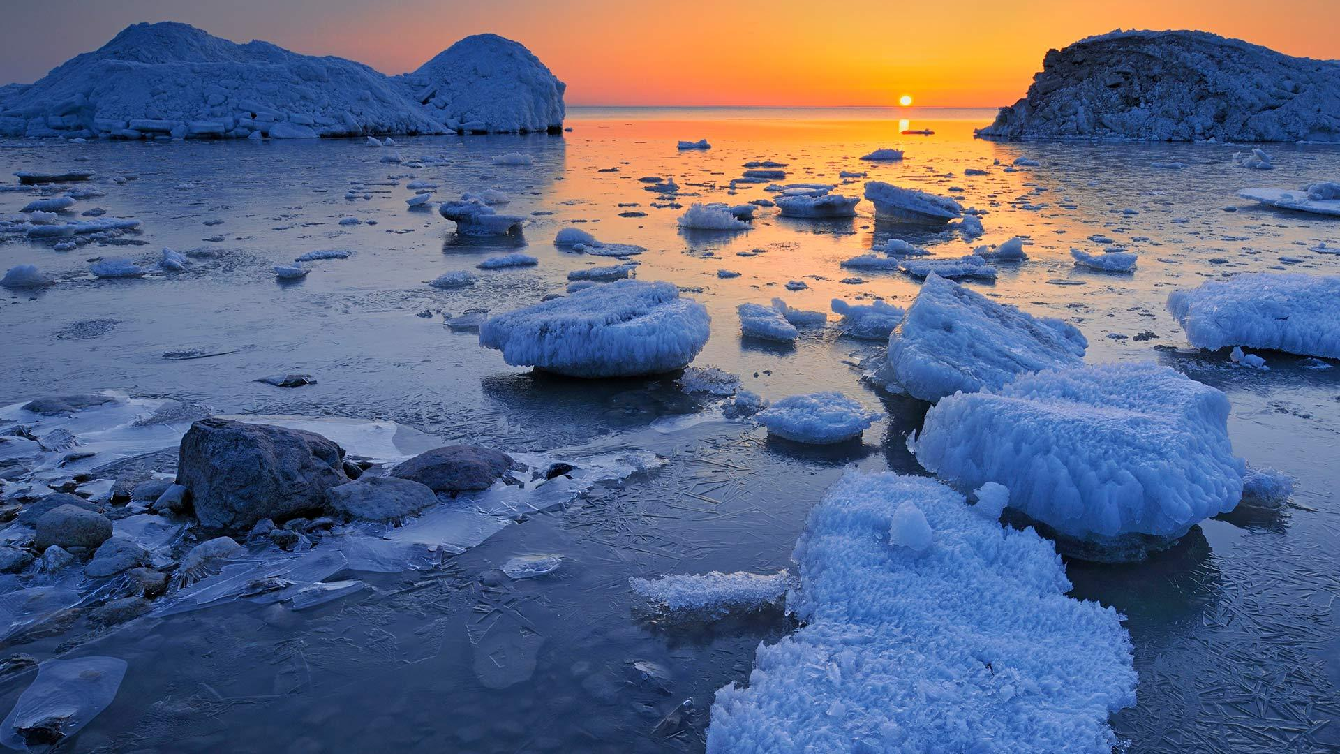温尼伯湖沿岸的春日冰雪温尼伯湖