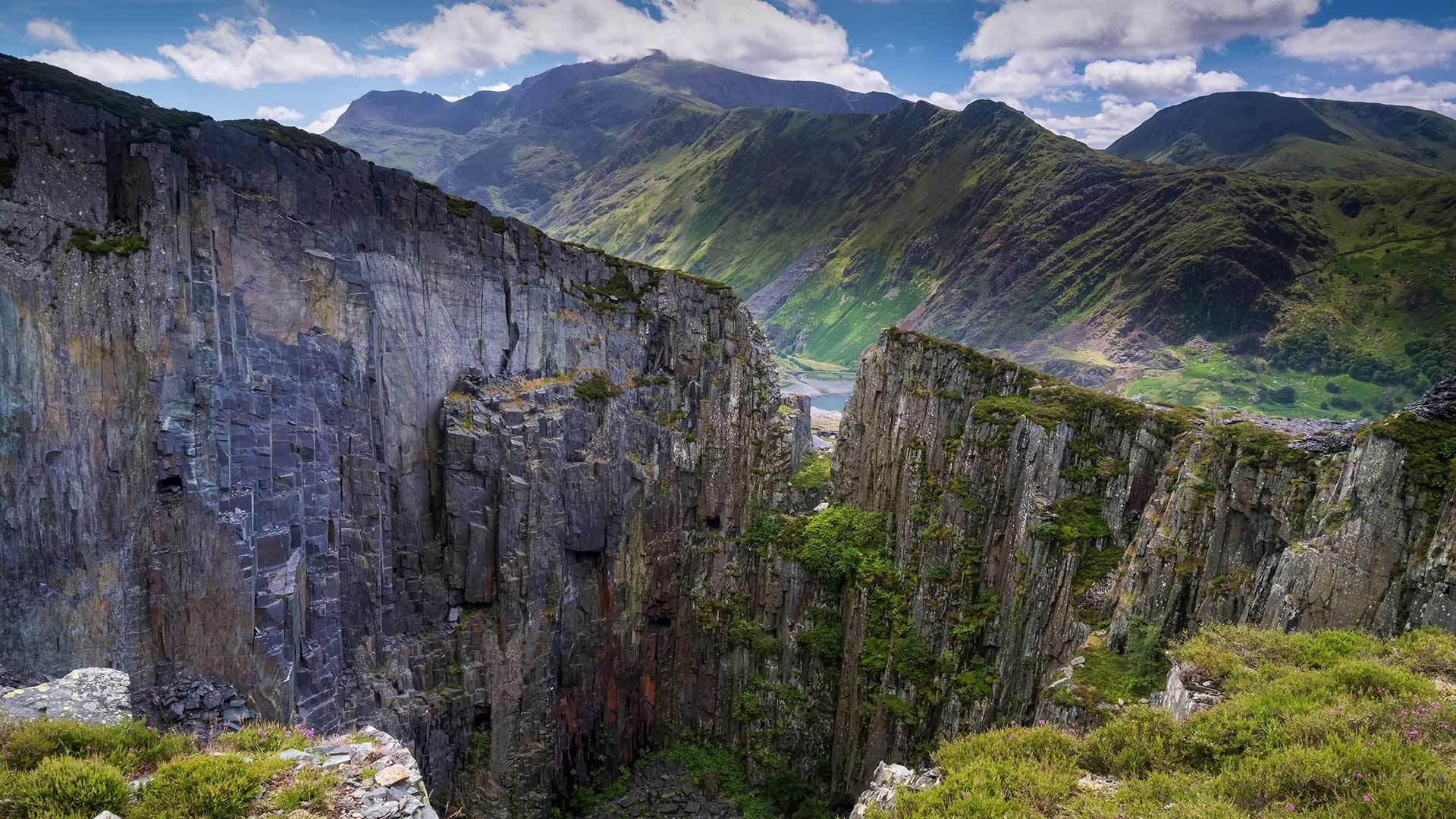 英国史诺多尼亚国家公园斯诺登山与兰贝里斯山口英国史诺多尼亚国家公园
