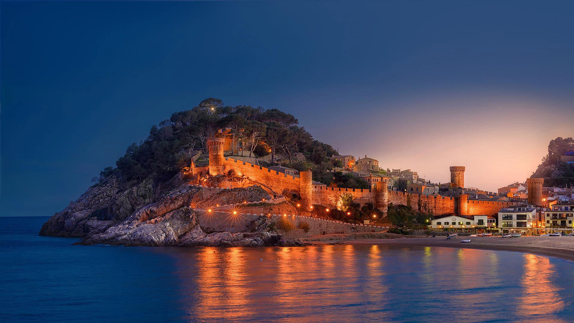 滨海托萨,由中世纪的城墙包围着的市镇滨海托萨