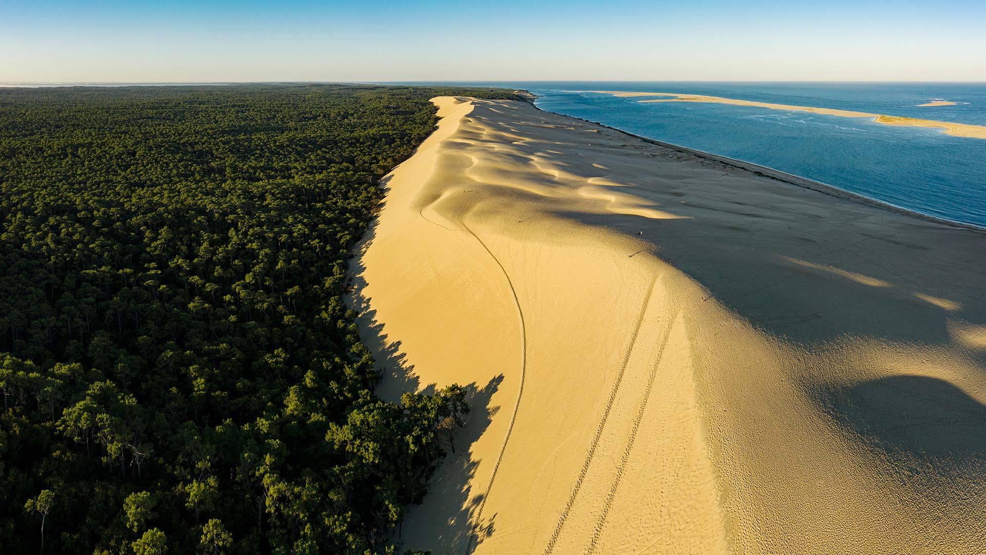 法国西南部阿卡雄湾的皮拉沙丘 皮拉沙丘