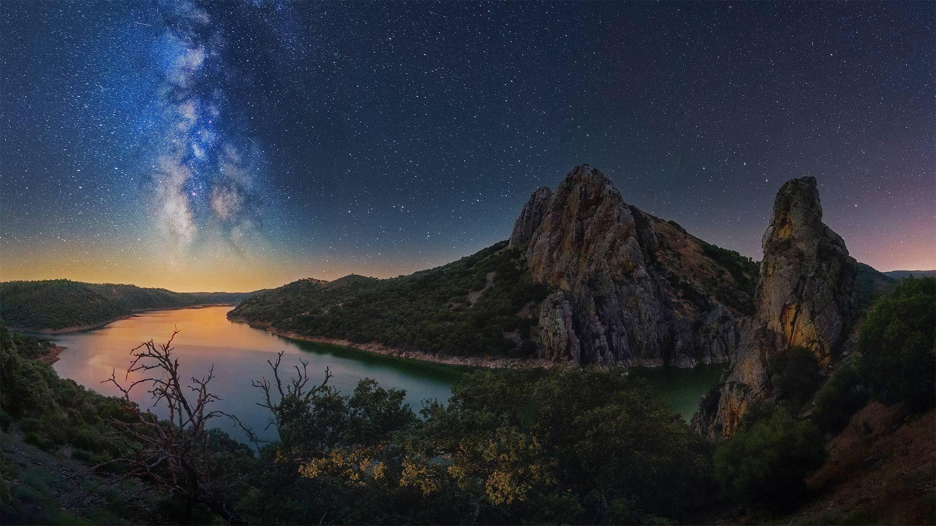 塔霍河上空的银河塔霍河üe