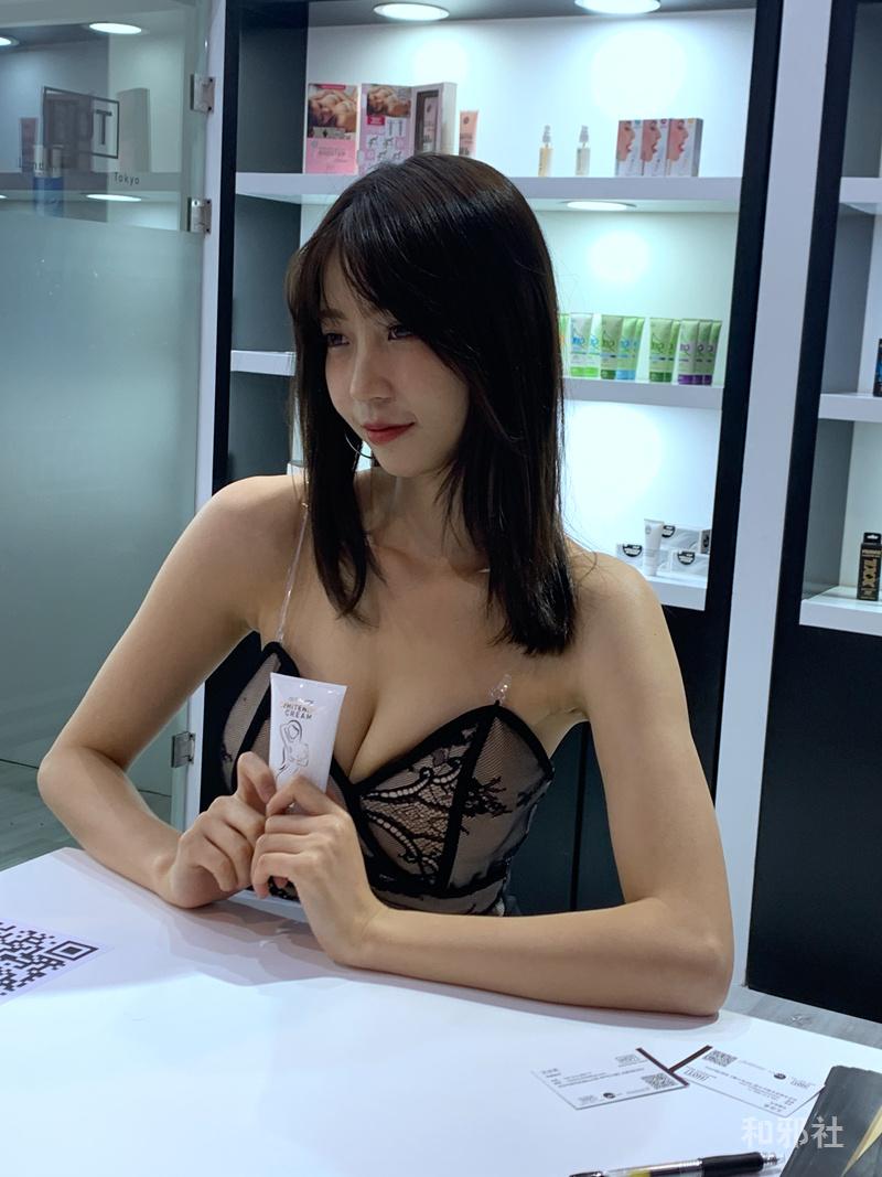 JJ18CM留恋 交悦张潮水-成人展奇妙文案与美女