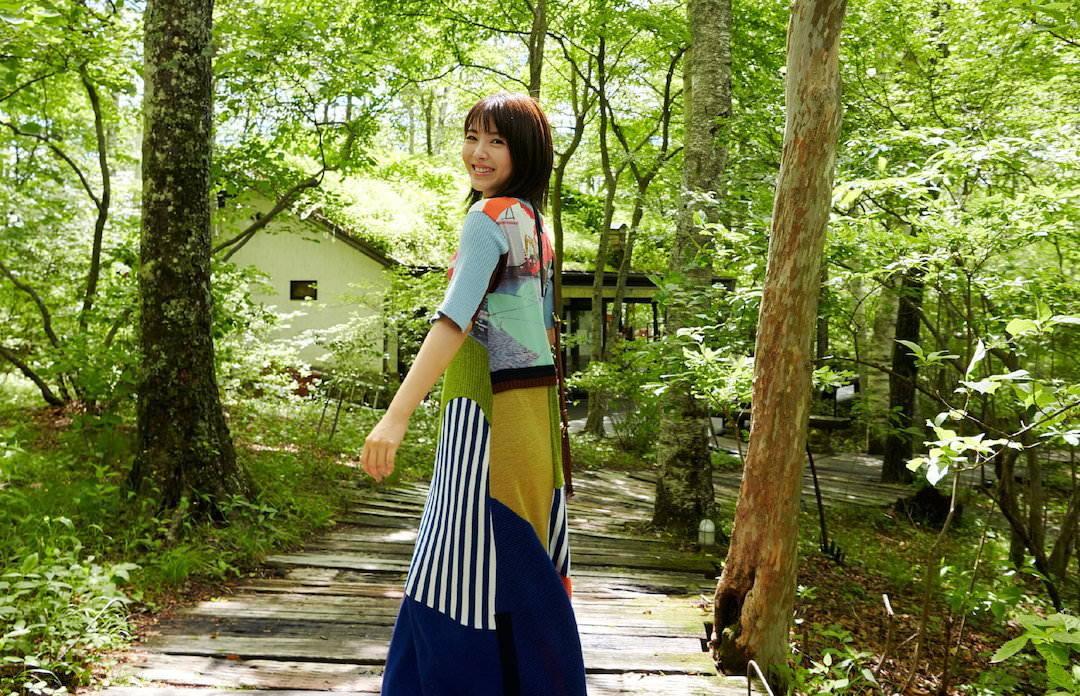 《滨边美波写真集20》10月27日发售 《月刊旅色》爱犬首次亮相  高清套图 第9张