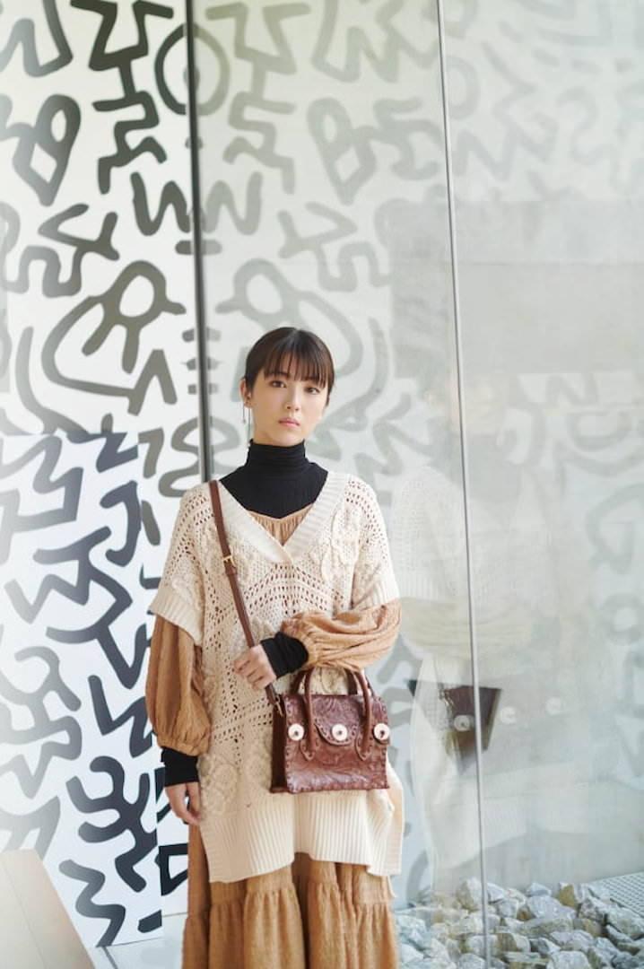 《滨边美波写真集20》10月27日发售 《月刊旅色》爱犬首次亮相  高清套图 第11张