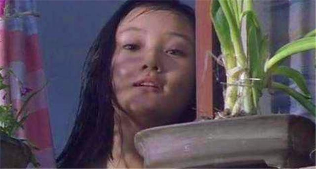 电影《天浴》文革女知青在时代洪流下的个人努力多么苍白无力 (9)