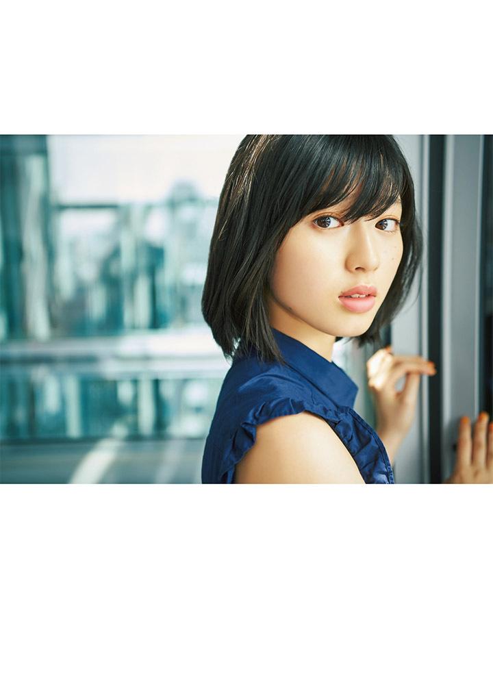 甜美怡人疗愈气息十足的纯爱系演员白石圣用自己强大的空灵气场来拍摄写真作品 (33)