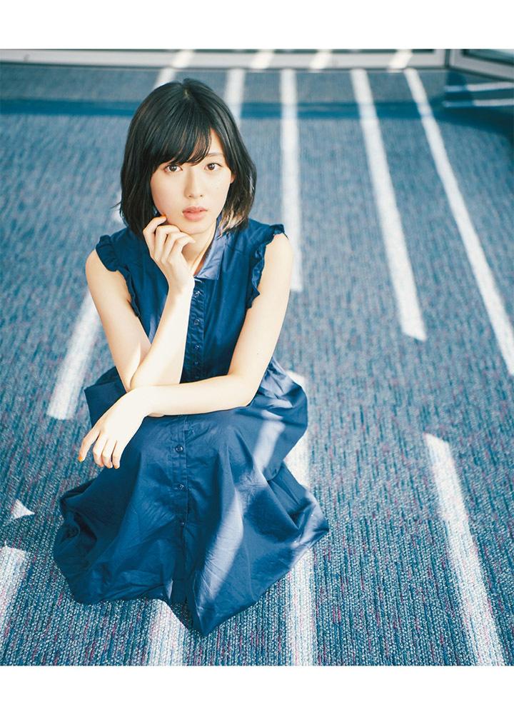 甜美怡人疗愈气息十足的纯爱系演员白石圣用自己强大的空灵气场来拍摄写真作品 (34)