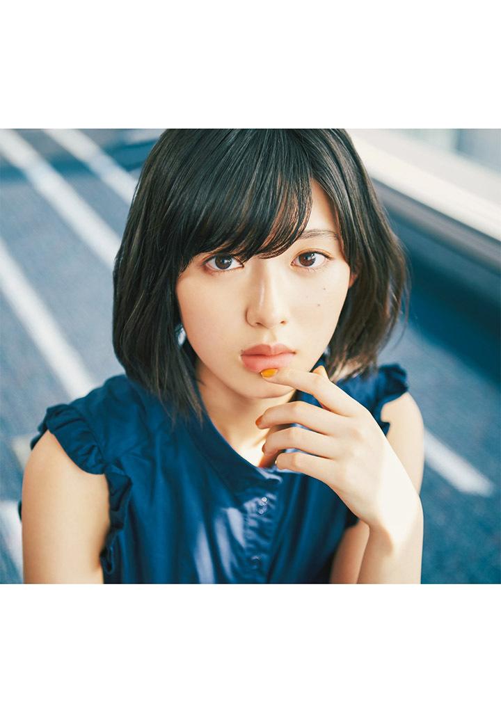 甜美怡人疗愈气息十足的纯爱系演员白石圣用自己强大的空灵气场来拍摄写真作品 (35)