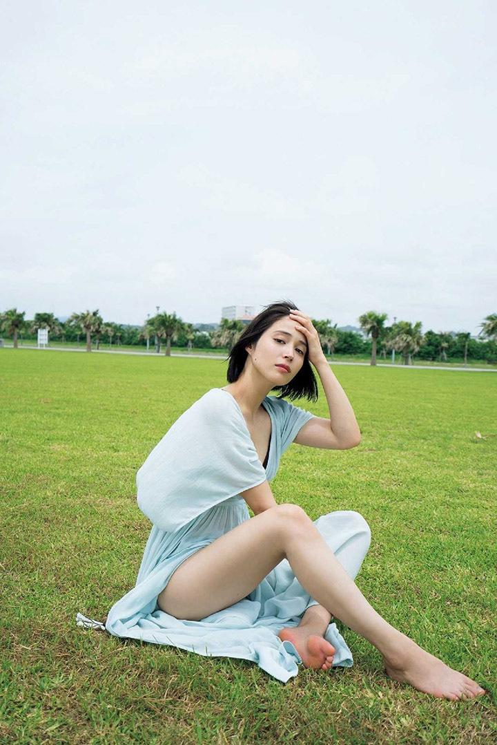 一直在妹妹事业阴影下打拼的广濑爱丽丝终有突破发性感迷人写真继续堆人气 (20)