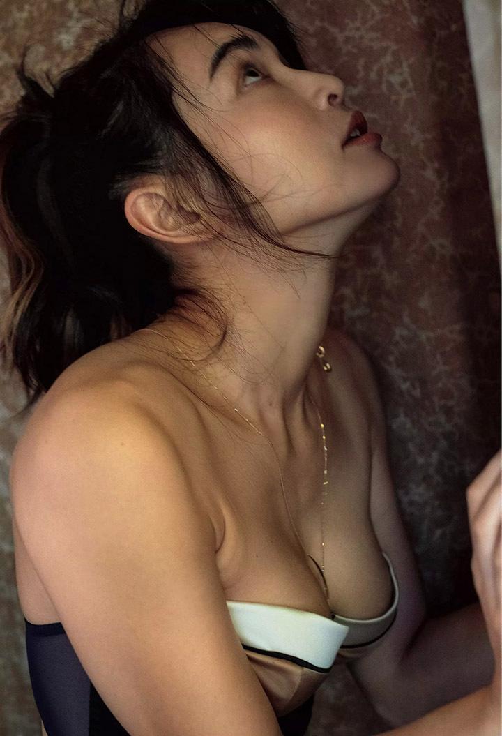 16年后长谷川京子首次推出美魔女性感写真作品展现妖娆魅力 (16)