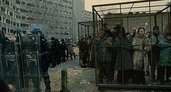 电影《人类之子》即便是全世界陷入极度的恐慌中也要保持希望 (6)