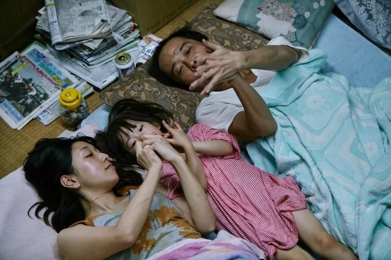 日本电影《小偷家族》讲述一个用钝刀子扎心的故事