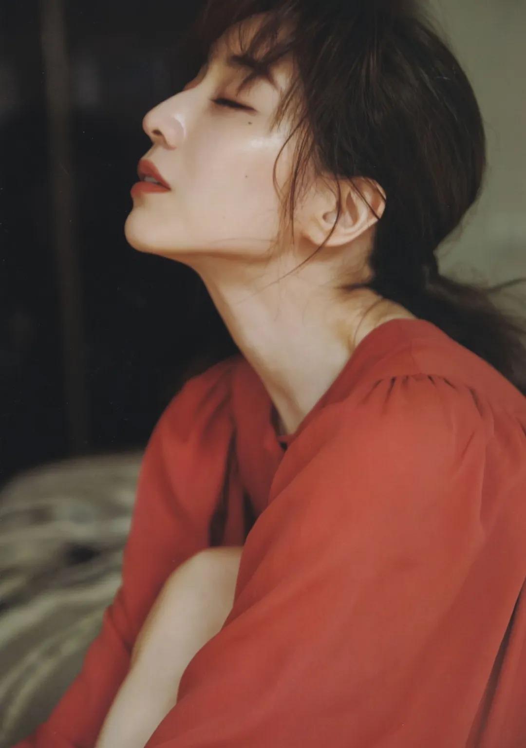 """从""""女性公敌""""华丽转身成为""""美容教主""""的美女主播田中美奈实写真作品 (35)"""