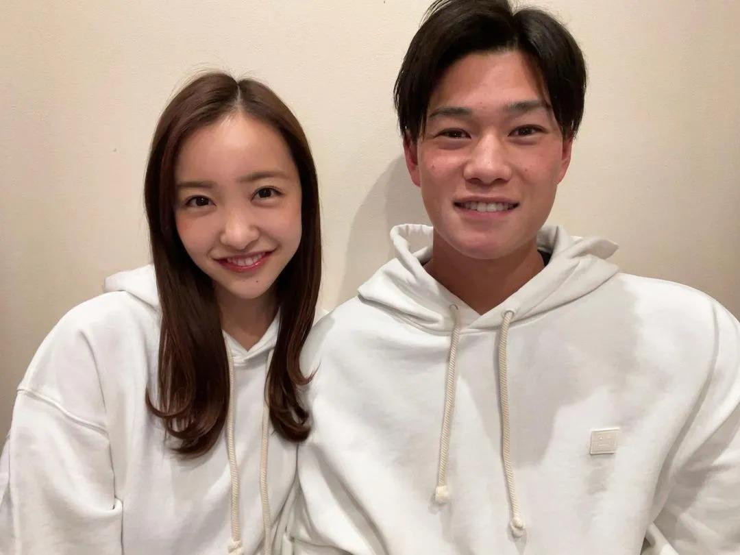 日本AKB48初代神7之一的板野友美突然闪婚,丈夫居然还比自己小6岁 (3)
