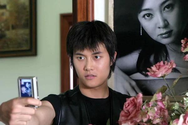 韩国剧情电影《空房间》一部诡异迷幻又十分唯美温情的电影 (6)