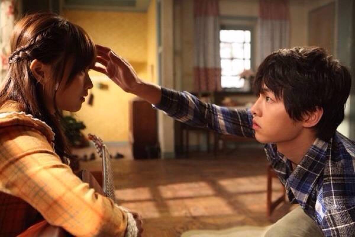 电影《狼少年》一部纯纯的等待跨越半个世界的爱情故事 (1)