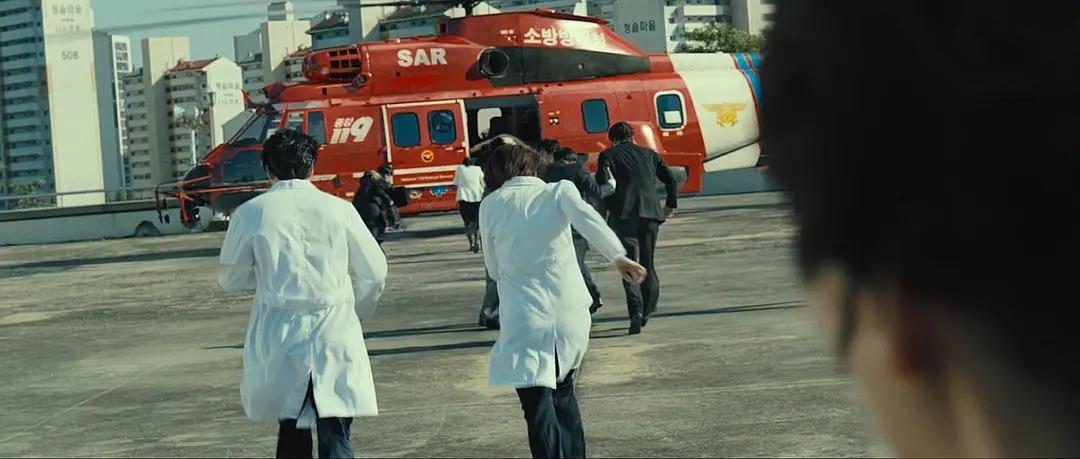 灾难恐怖电影《流感》在生死面前人性都是私自的 (8)