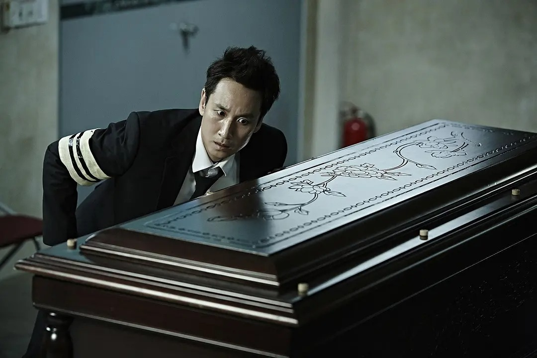 韩国电影《走到尽头》两个腐败警察之间的较量,当小苍蝇遇到大老虎 (1)