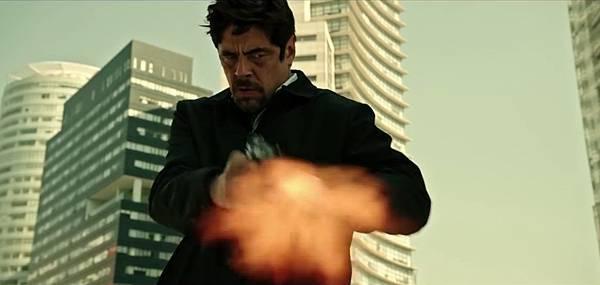 电影《怒火边界》十分善于营造紧张枪战气氛 (7)