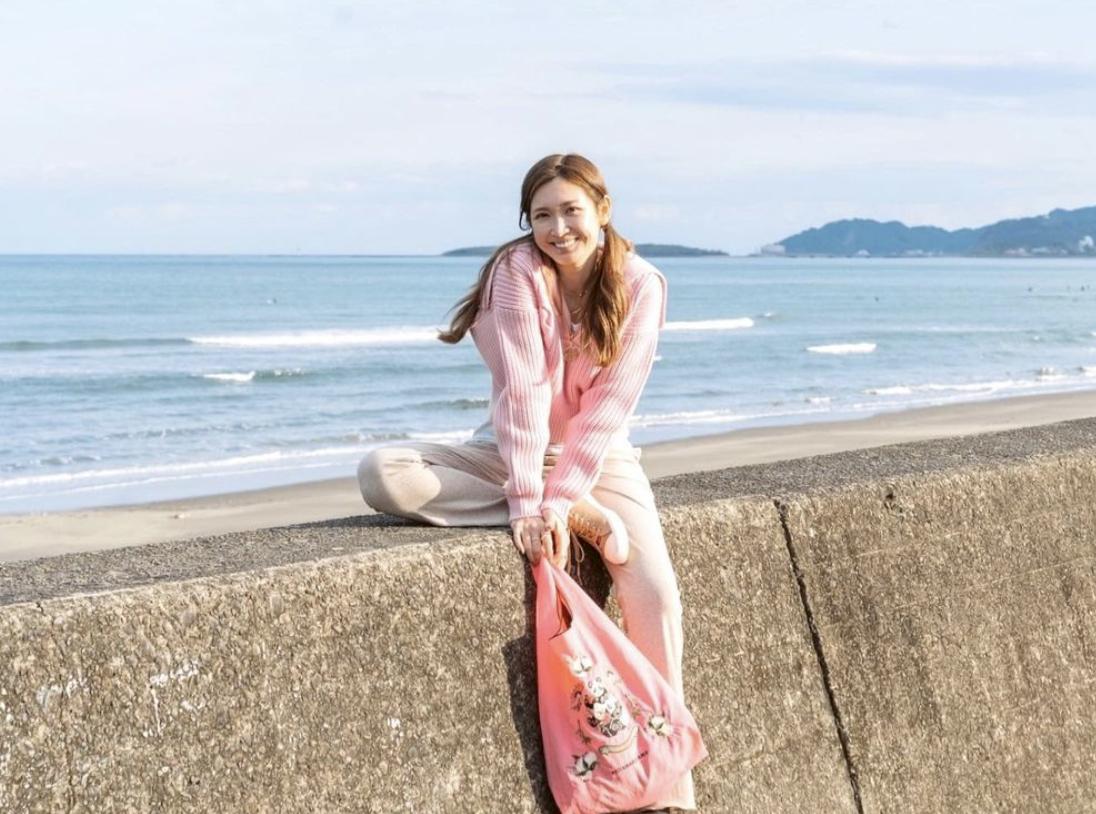 事业经营不错的纱荣子和小自己17岁的疑似男友交往 (9)