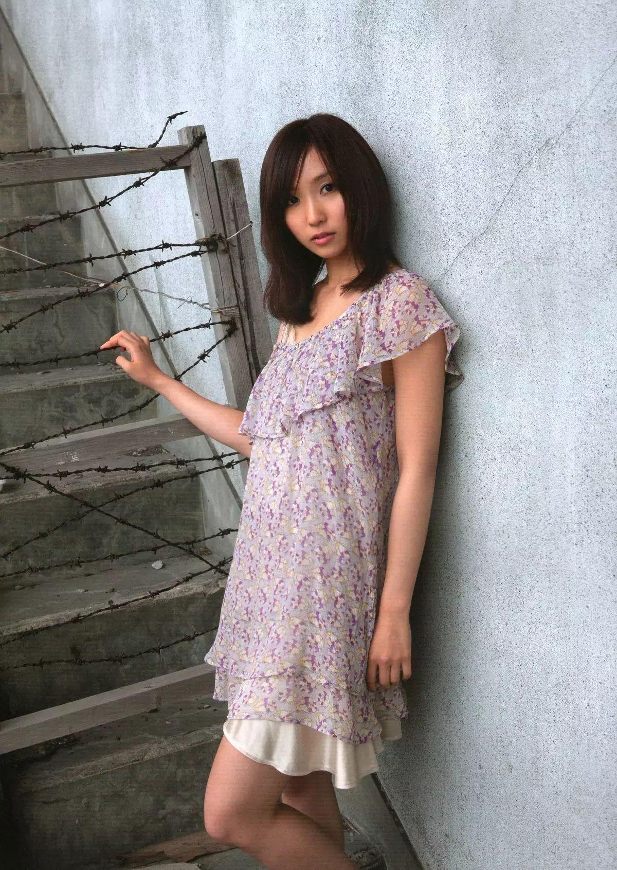 着装性感春光无限的吉木梨纱写真作品 (2)