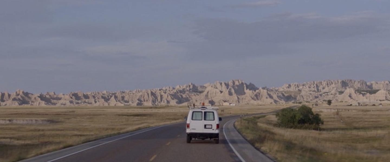 电影《游牧人生》是四海为家的旅行还是无家可归的流浪 (1)