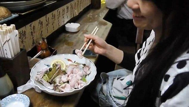 说一说日本料理中那些残忍生猛的吃法 (6)