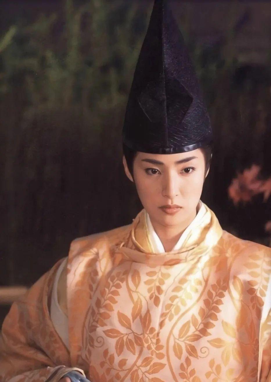 秉持不结婚的气质女王天海祐希这么多年依旧独立且头脑清醒 (7)