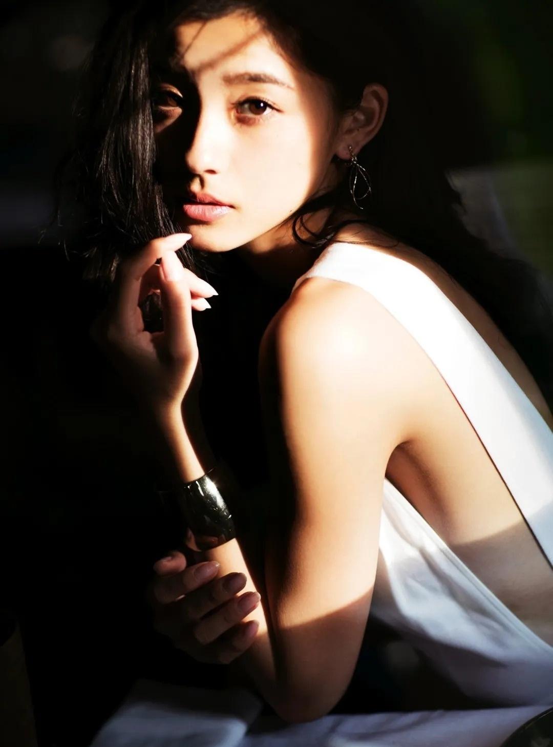 完美九头身人气超模朝比奈彩写真作品 (78)