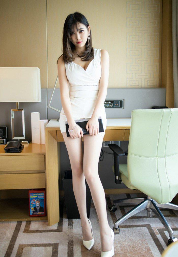 亚洲国产美女精品自在线拍长腿包臀裙114美女私密写真图19p
