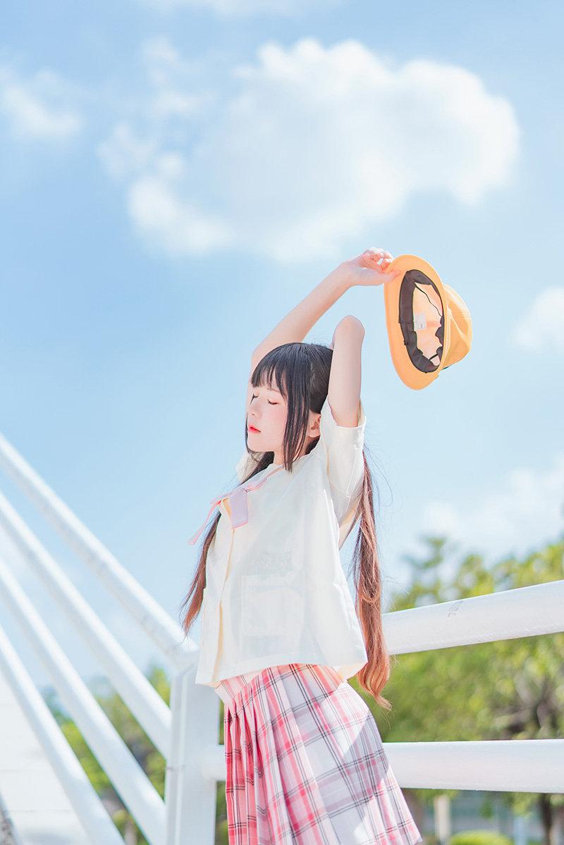 喵糖映画 VOL.256 樱桃喵_户外小黄帽主题摄影在线看22P-觅爱图