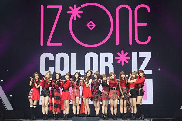 IZ*ONE出道11天拿下音乐节目一位打破记录,与TWICE合照让粉丝感动!插图