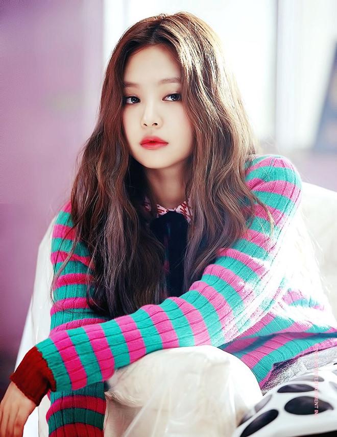 Lisa衣服竟然出现在Jennie新歌MV舞者身上,粉丝愤怒:YG太偏心!